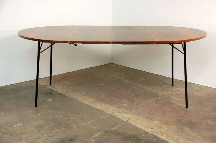 Practical extendable rosewood table by Alain Richard.