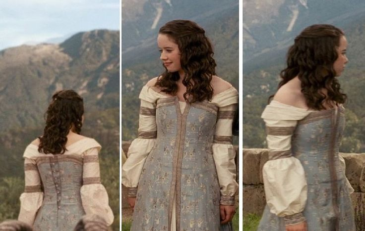This gown was inspired by the one worn by Susan in the movie The Chronicles of Narnia: Prince Caspian.  Although Susan is seen wearing this dress for a short time, I think it is the most memorable because it is the last one she wears in Narnia.