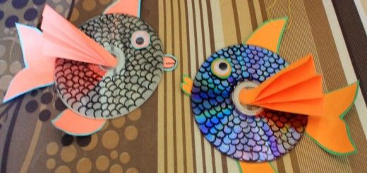 Can I have fishes in my room? Brighten up your room with DIY Hanging CD Fishes. #CraftsForKids