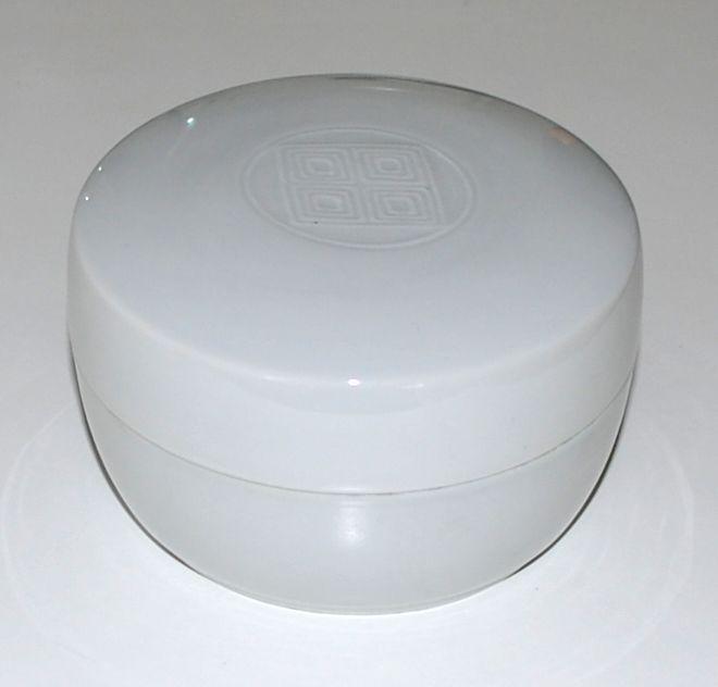 Gertrud Vasegaard, lidded box in porcelain, Royal Copenhagen Denmark.