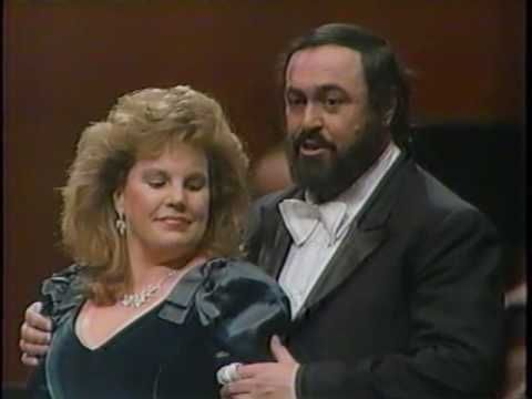 'Brindisi from La Traviata' -  Pavarotti Plus - 1989