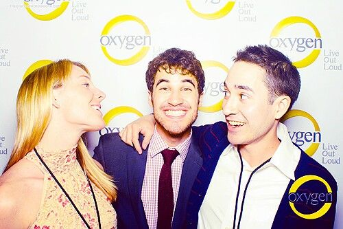 Darren looks too happy to be in the middle ;)