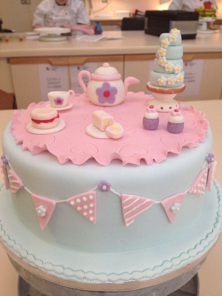 Vintage tea party cake #teapartycake #buntingcake