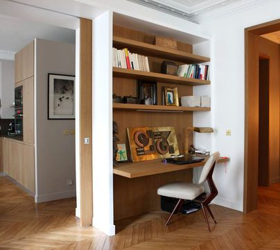 Office in the living room / bureau dans le salon | More photos http://petitlien.fr/maisonarchitecte