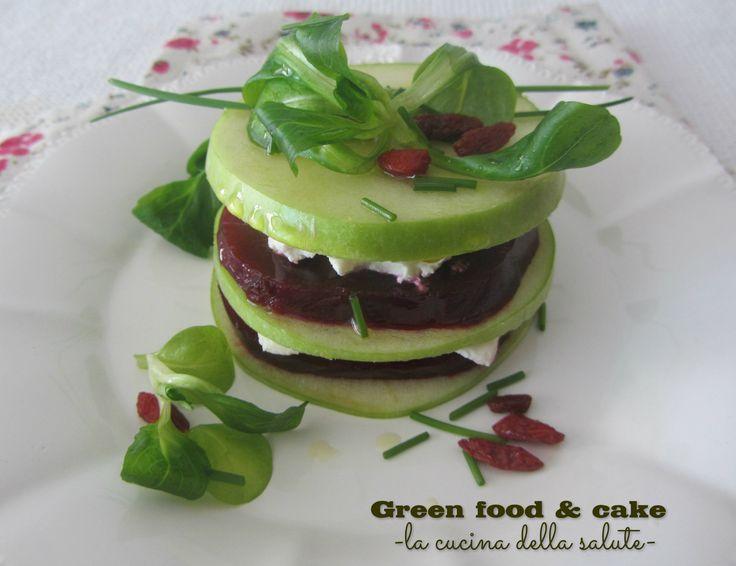Millefoglie di mela verde, caprino e rape rosse http://blog.giallozafferano.it/greenfoodandcake/millefoglie-di-mela-verde-caprino-e-rape-rosse/