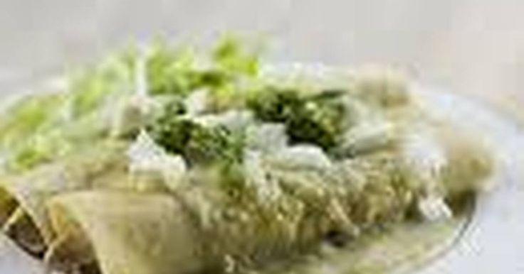 Fabulosa receta para Enchiladas verdes mexicanas. Este es un platillo tipico de la ciudad de Mexico, como su nombre lo dice es picante pero lo maravilloso de esto es que tu puedes tener el control de que tanto quieres que pique, si lo desides lo puedes hacer sin picante, no afectaría nada.