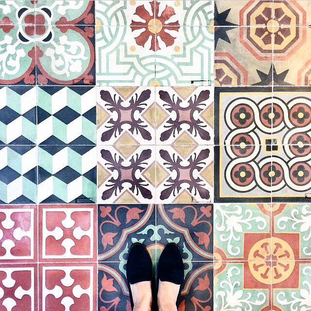 Sol en carreaux de ciment. - Cement floor tiles.