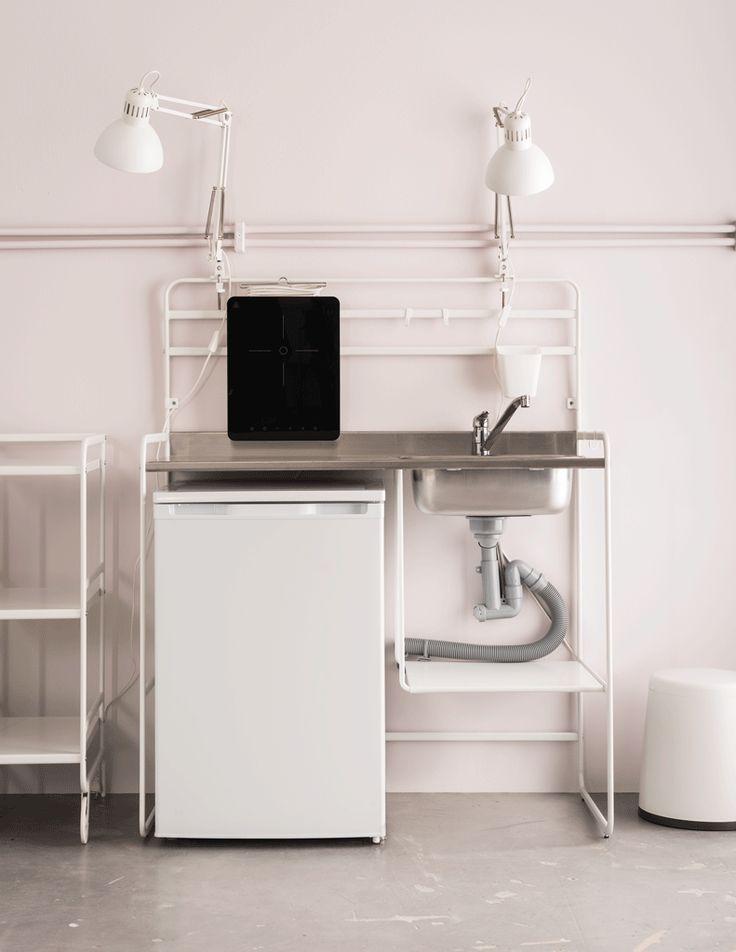 Ai nevoie de o bucătărie nouă dar nu te-ai pregătit pentru achiziții mari? Chiar dacă stai în chirie sau te muți la casa ta, bucătăria SUNNERSTA este pentru tine. Cea mai bună parte? O poți monta și demonta fără să ai nevoie de ajutor.