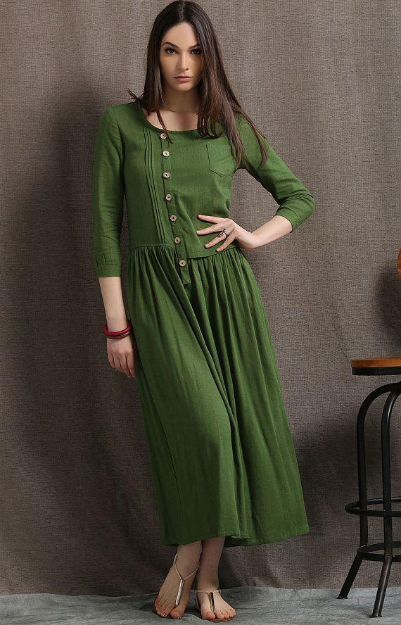Cette robe de linge verte mousse est une belle base dété qui peut être porté de jour à nuit. Couplez-le à bijoux déclaration et chaussures simples pour un look élégant et facile à lusure. Cette robe occasionnelle suinte beaucoup de détails magnifiques.  Le style semi équipé de cette robe lin rend parfait si vous êtes une taille plus ou Dame bien roulée. Il vous donnera une silhouette magnifique et toute lattention sera mis sur la couleur, le pintuck détails et le corsage asymétrique. La robe…