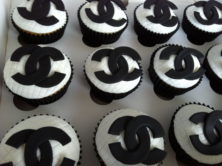 Chanel themed cupcakes for a delicious designer look