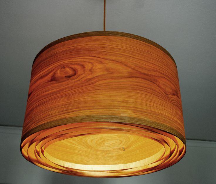 Spiral Oak #handmade #woodlamps #pendantlight #woodenlights #woodwork #veneer #veneerlight Φωτιστικό οροφής από καπλαμά δρυός και ξύλο πεύκου. Διαθέτει μεταλλικό ντουί και υφασμάτινο καλώδιο. Διαστάσεις: διάμετρος καπέλου 50 εκ., ύψος καπέλου 30 εκ. Ceiling light, made of oak veneer and pinewood. Comes with fabric power cable and metal lamp holder. Dimensions: Diameter 50 cm, Height 30 cm
