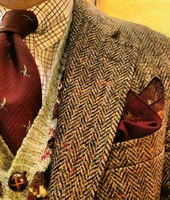This is one pic my internet man sent me. I do like a man who wears tweed.....