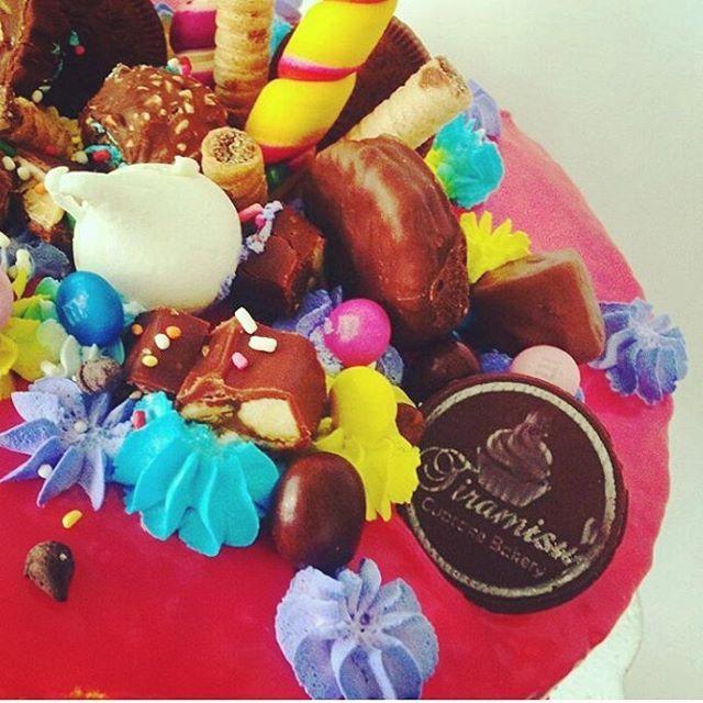 Simplemete SUBLIME y delicioso!! Firma tus postres! Se unic@!! #venezuela  #medellin #chile  #argentina  #aruba #españa #trinidadytobago  #ecuador  #miami #newyork #Mexico #chocolate #chocolat #cacao #chocolovers #love #amor #whiteChocolat #chocolatedeleche #weddingplanner #eventplanner #boda #bautizo  #babyshower  #comunion #cumpleaños #15años #dessert #pastry @tiramisubakery #eventprofsuk #eventprofs #meetingplanner #meetingplanner #meetingprofs #inspiration #popular #trending…