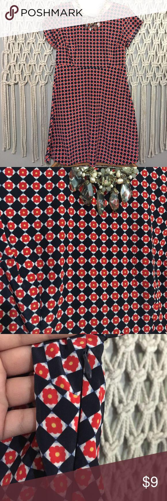 Old navy petite floral dress Old navy floral dress, size small petite, light shift dress Old Navy Dresses