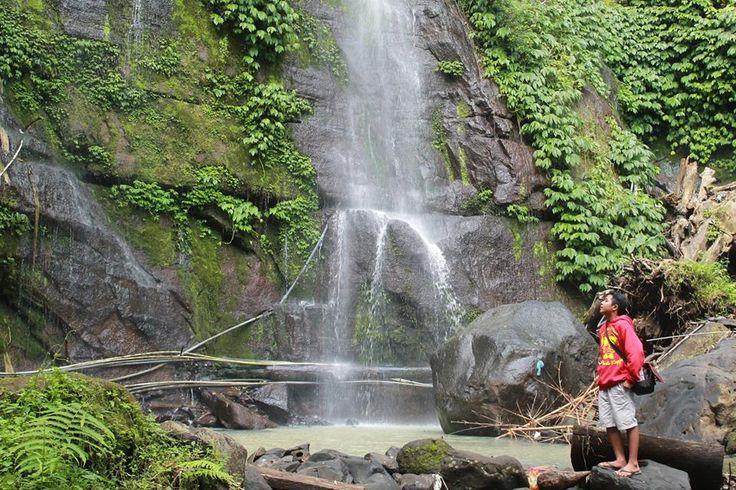 Tempat wisata di Bali sangat banyak dan bertebaran di setiap jengkal pulau bali. Beberapa tempat wisata di Bali baru terkenal setelah banyak pengunjungnya