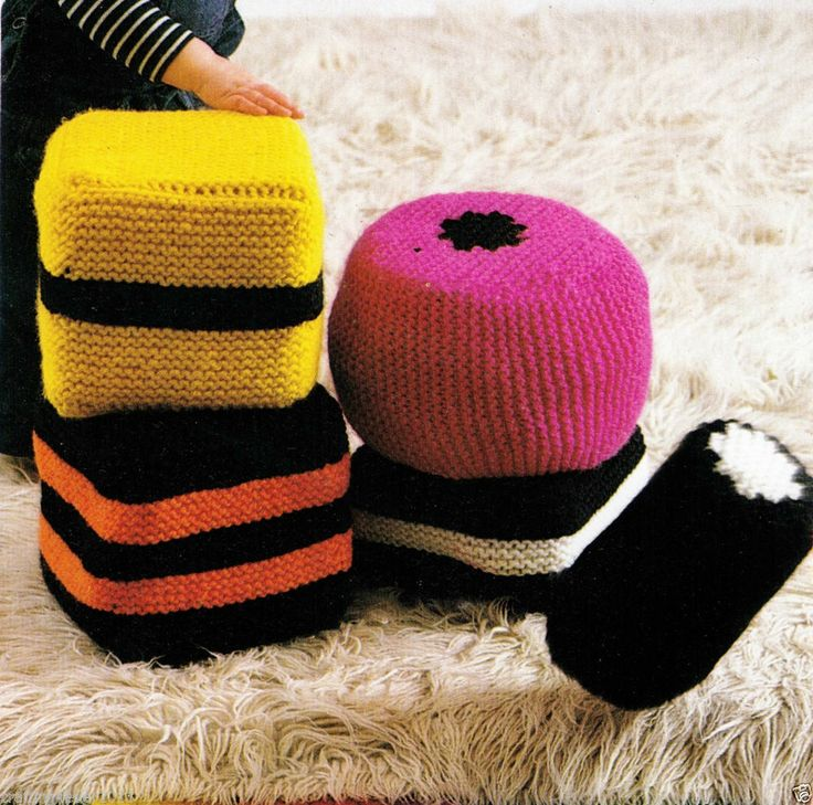 VINTAGE 60S LIQUORICE ALL SORTS BLOCKS CUSHIONS MIX SIZES 12PLY KNITTING PATTERN