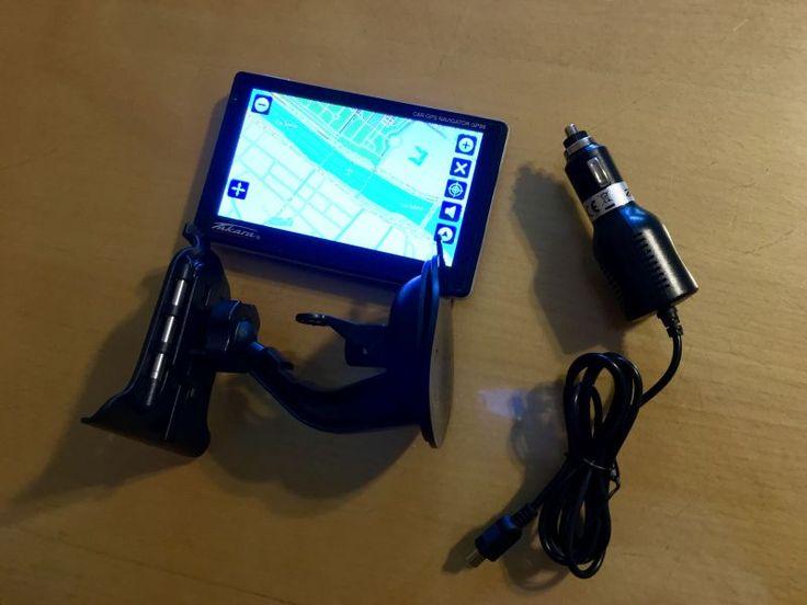 GPS Europe (16 pays) à grand écran tactile de 12,7 cm de diagonale et affichage 2D ou 3D.Livré avec son support de pare-brise et son chargeur sur prise allume-cigare.Lecteur numérique audio et vidéo via carte mémoire micro SD.