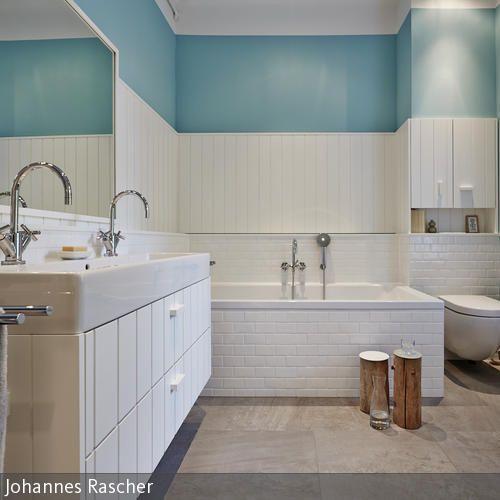 Bad ist nicht gleich Bad. Während die Eltern ein vom Schlafzimmer abgehendes Wohnbad für die kleine Auszeit im Alltag bevorzugen, lieben die Kinder ihre blaue …
