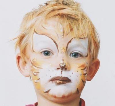 Maquillaje: Cara de gato http://www.serpadres.es/familia/tiempo-libre/fotos/fotos-maquillaje-carnaval/fotos-maquillaje-cara-gato