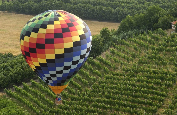 Air balloon tours over the Langhe vineyards
