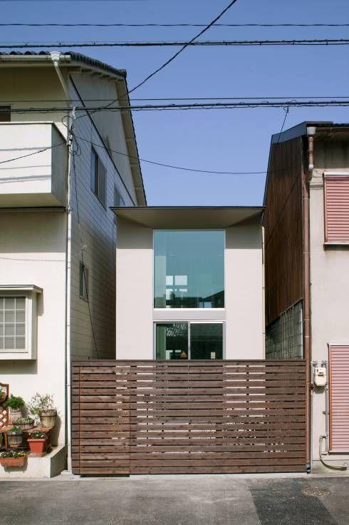 南側外観: 有限会社Y設計室が手掛けたtranslation missing: jp.style.家.modern家です。