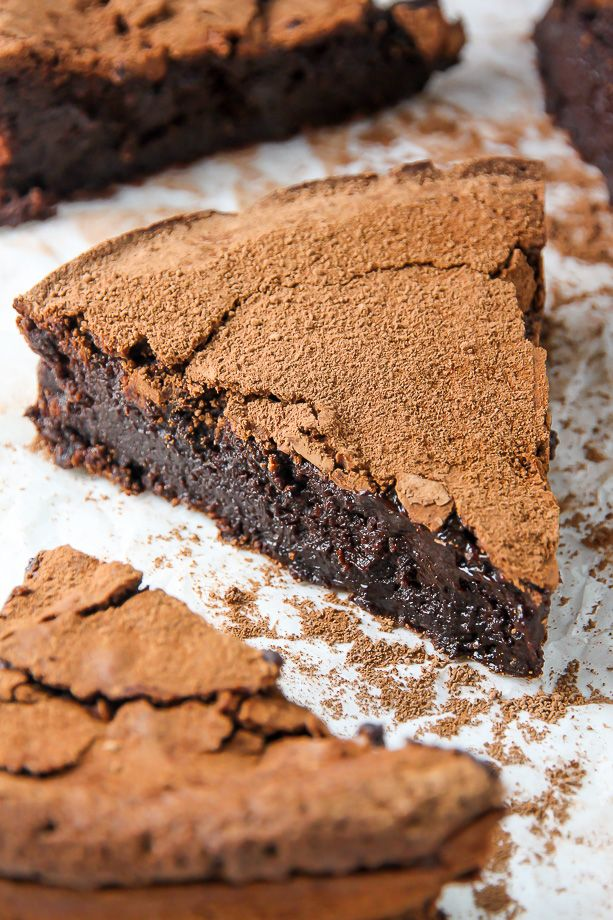 Flourless Chocolate Fudge Cake - Decadent flourless chocolate cake that tastes just like a fudge brownie!