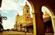 La douceur de vie de ces deux pays qui se combinent parfaitement, de lacs immenses en bords de mer, de volcans en activité en dômes assagis, de geysers brûlants en sources d'eau chaude naturelle, de paysages bocagers en paysages luxuriants, d'ambiances coloniales en ambiances far-west, d'îles volcaniques en îles coralliennes, le Nicaragua et le Costa Rica unis rien que pour le meilleur !