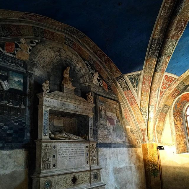 #hotel#Monastery#Abbaye#수도원#charming #부띡호텔#instatravel#trip#lux#wall#painting #antique#history#역사#interiordesign#인테리어 #디자인#boutiquehotel#charmingHotel#여행스타그램#여행#vacation#architecture . . The Hotel de Charm Room are set in this historical house that once was Saint Jonn's medieval convent Finely restructuredto put the original 15c beauty together with the comfort of four star hotel. It's placed in the historical centerjust right beside to the old church. Old romantic streets are everywhere…