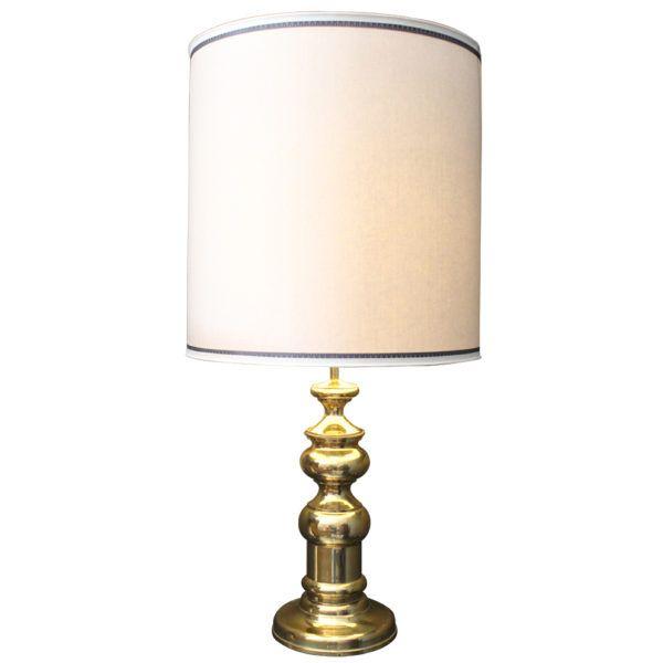 Lámpara Dorada Francesa Vintage    Magnífica y elegante lámpara de mesa vintage francesa de latón dorado.
