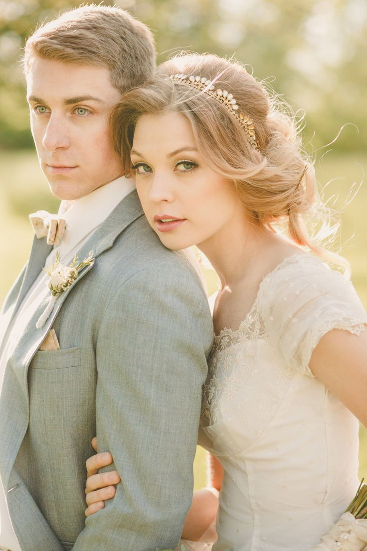 Can it get more perfect? Love the bride's accessories from @deloop