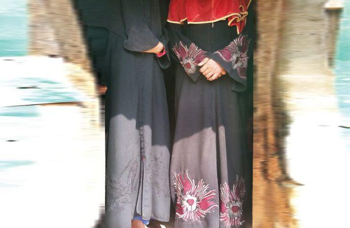 Korban selamat mengaku tentara Myanmar menjadikan gadis-gadis Rohingya budak seks  DHAKA (Arrahmah.com) - Kekerasan seksual telah menjadi alat penindasan yang efektif bagi pasukan keamanan Myanmar yang terus menyerang desa-desa di negara bagian Rakhine dengan dalih mencari pemberontak.  Menurut Dhaka Tribune Jum'at (13/1/2017) wartawan berbicara dengan beberapa wanita Rohingya yang mengaku telah dijemput oleh militer dan dibawa ke kamp-kamp.  Para korban yang merupakan pendatang baru di…