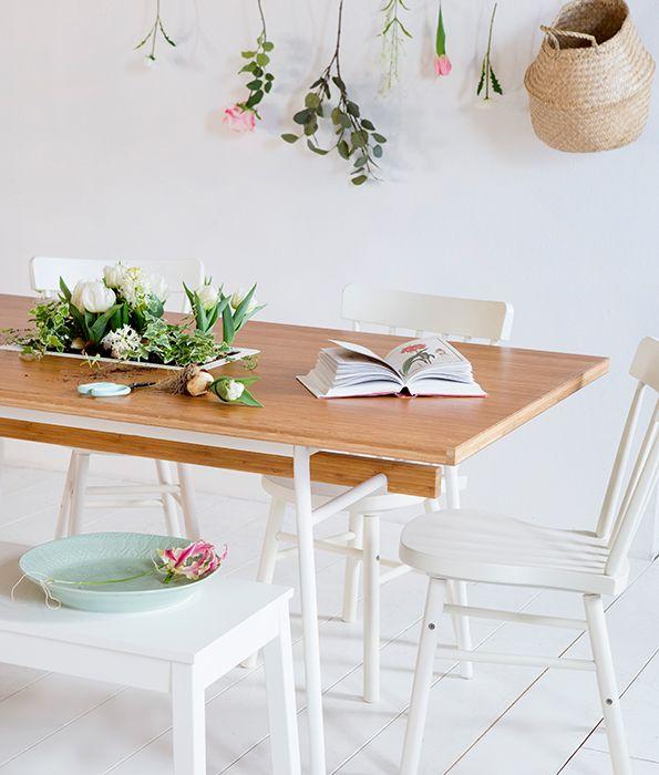Vrolijk je eetkamer op met leuke accessoires | IKEA IKEAnederland IKEAnl wooninspiratie inspiratie interieur eetkamer keuken eten diner drinken JASSA collectie bamboe rotan roze wit ANVÄNDBAR eettafel NORRARYD stoel FLÅDIS mand landelijk