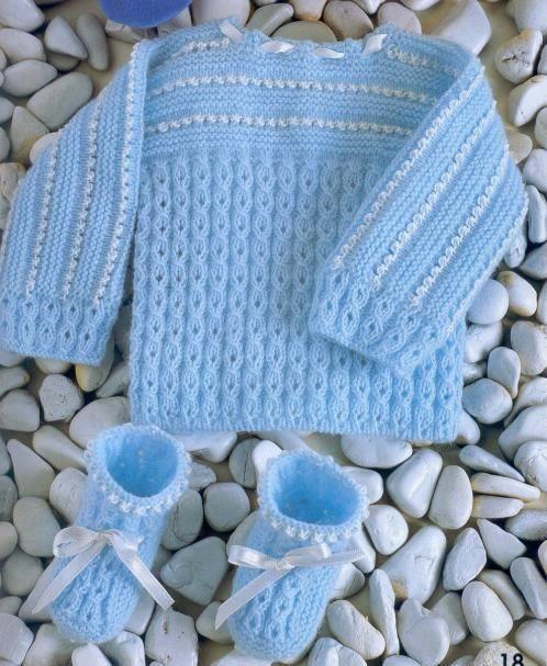 Mavi ipten örülmüş bebek kazak modelleri