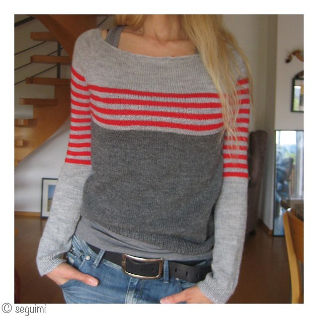 Sweater gris con rayas.