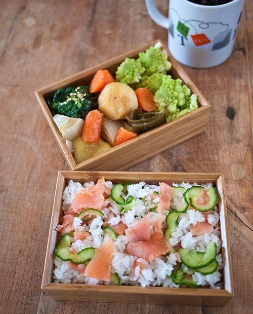 Smoked salmon chirashizushi plus sushi rice how-to on JustHungry-- Looks beautiful and delicious!