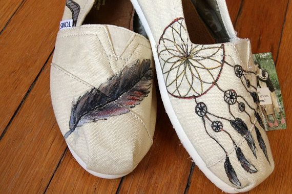 I seriously need these: Catcher Toms, Fashion Shoes, Paintings Toms, Dreams Catcher, Custom Toms, Toms Shoes, Girls Fashion, Girls Shoes, Cute Toms