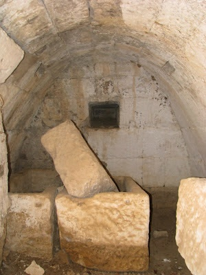 Mycenian Grave at Aghios Ioannis Hostos, on the island of Kos in Greece  http://www.discoveringkos.com/