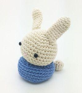 Conejo Amigurumi con chocolates. Amigurumi Bunny with chocolates for easter
