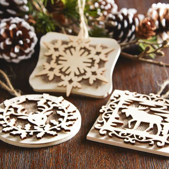 Make these cute Christmas snowflake wood ornaments with laser cut designs and burlap! Can be used as a gift tag too!