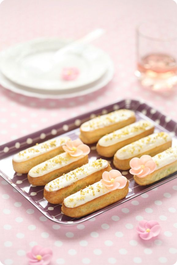 Eclairs with pistachio cream
