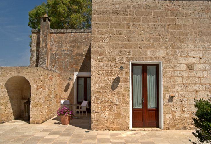 Esterno camera con intima corte di pertinenza - External room with the cozy courtyard room #external #doubleroom #familyhotel #hotel #masseria #travel #masseriacordadilana#holiday #salento #puglia