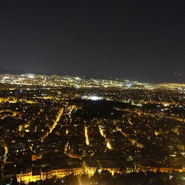 Instagram【live_.love_.beach】さんの写真をピンしています。 《アクロポリス観光から、逆にアクロポリスを見れる丘へ😆✨ 真ん中のやつがパルテノン神殿あるとこ😘 そらこんだけ目立つとこに作ったら狙われるわな😑💦 #海外 #ヨーロッパ #観光 #アクロポリス #パルテノン神殿 #真ん中 #丘 #夜景 #パノラマ #写真 #旅 #思い出 #最終日  寒すぎてずっとホットチョコレート飲んでたわ😅⛄️ #europe #travel #trip #greece #athens #acropolice #parthenon #nightview #gn #lastday #cold #hotchocolate  #🇬🇷 #☕️》