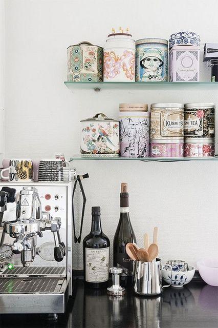 Aufbewahrungsdosen in der Küche. Schöne Dosen machen richtig was her und peppen Regale auf. Küchen Ideen. Impressionen