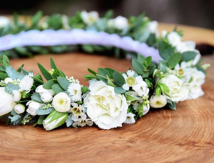 Ślubny wianek Agnieszki 💒 fot. @monikabartz_photo    #wianek #wianuszek #wianekslubny #wianeknagłowie #kwiatywewlosach #ślub #slub2017 #wedding #weddingwreath #wreath #floralcrown #white #pure #rose #bouvardia #tanacetum #astilbe #wax #mimosa #wroclove #wroclaw #psiepole #kwiaciarniafloris #dobredrewno