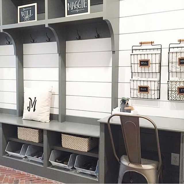 Who else loves this mudroom that does double duty as a work area for the family! via: @the_home_edit