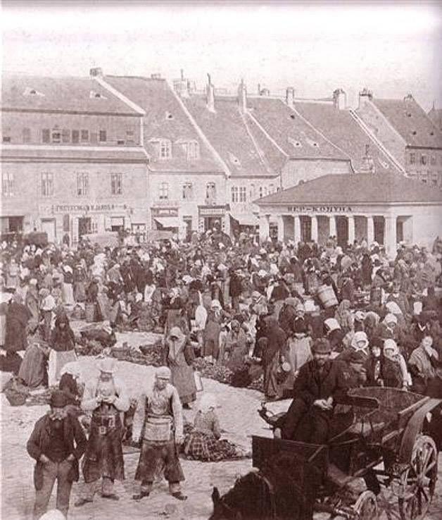 1900-as évek. Népkonyha a Batthyány téren. Régi neve 1695-től Oberer Markt (Felső piac), 1874-től Bombenplatz (Bomba tér), 1905-től Batthyány tér (1879)