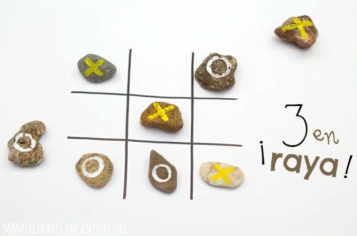 Crea #JuegosCaseros muy fácil con elementos de la naturaleza #TresenRaya de piedras