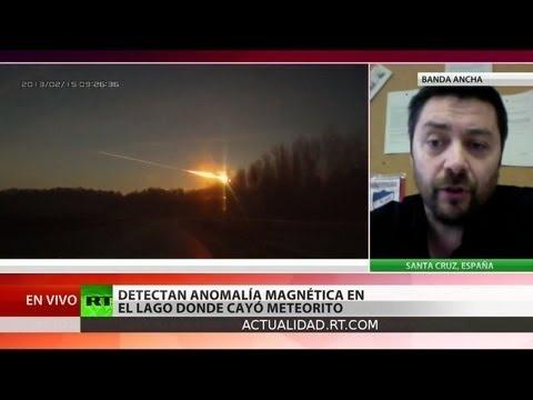 En el fondo del lago Chebarkul, en los Urales de Rusia, han detectado varias anomalías del campo magnético.    Es algo que podría ser una clara señal de que las aguas del lago albergan fragmentos de gran tamaño del cuerpo celeste que se estrelló en la región de Chelíabinsk el 15 de febrero. Esta fue la conclusión de los científicos de los Urales d...