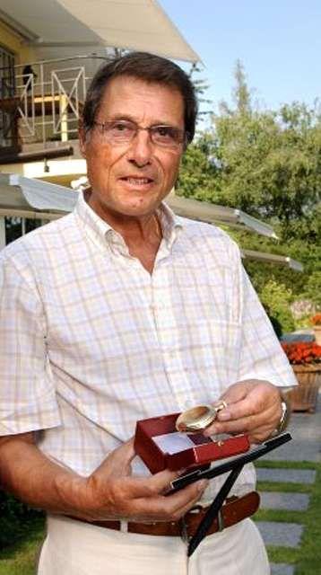 Udo Jürgens met het gouden horloge van zijn grootvader.