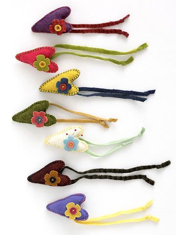 this would be a cute scissor fob: Crafts Scrap, Pin Cushions, Cats Toys, Tags Along Pincushion, Wool Pincushion, Crafts Idea, Easy Projects, Wool Scrap, Felt Heart